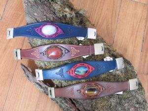 Bracelets de pierres sertis: quartz rose, jaspe rouge, labradorite et oeil de tigre (à partir de 36€)