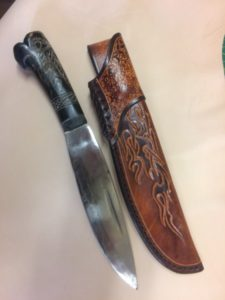 Grand étui de couteau sur mesure (prix donné en fonction du projet)