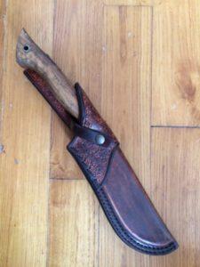 """Etui réalisé sur un couteau """"Bushcraft"""" d'Amaël Druez, (coutelier) 160€"""