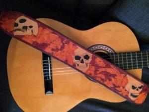 "Sangle de guitare ""Floralis Skull"" 390€"