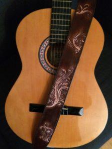 """Sangle de guitare """"Heaven's Folk"""" 290€"""